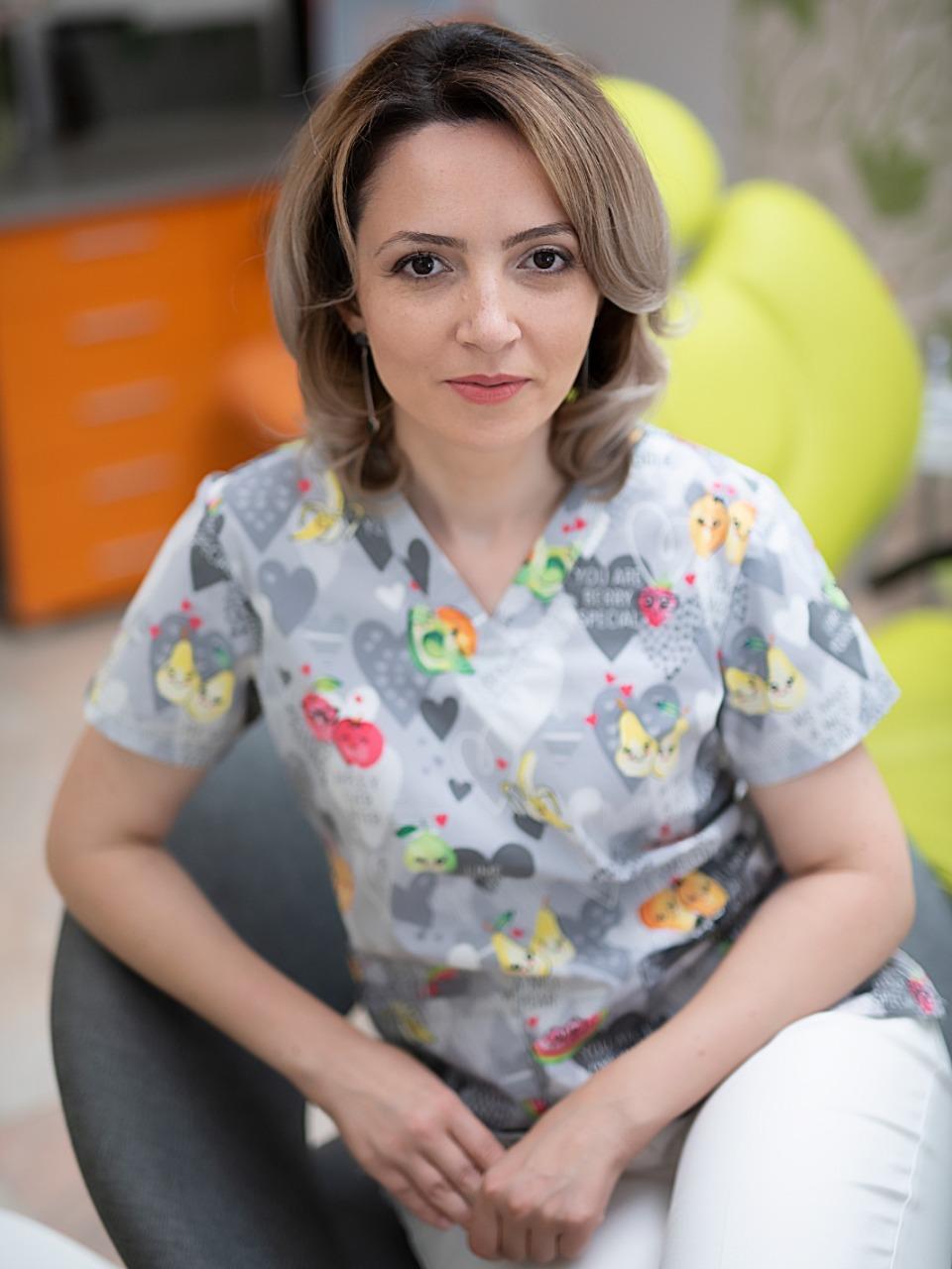 Medic dentist Simona Smeu
